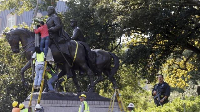 Crews remove statue of Gen. Robert E. Lee from Dallas park