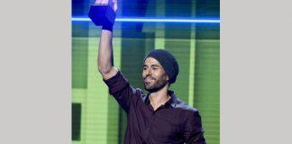 Latin star Iglesias sues Universal over streaming music cash