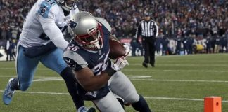 The Latest: Brady, Pats dominating Titans with 21-7 lead