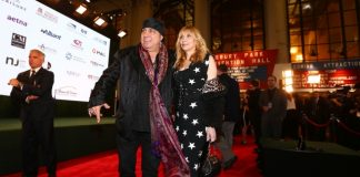 Springsteen escorts Van Zandt in to New Jersey Hall of Fame