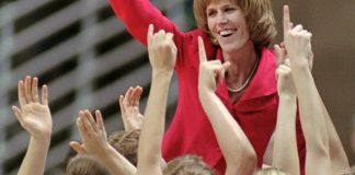 Dailey, DeMoss make history as assistants in Hall of Fame