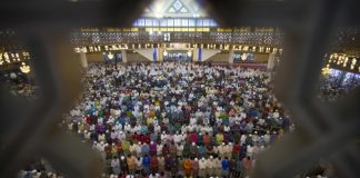 The Latest: 90k Palestinians attend historic mosque for Eid