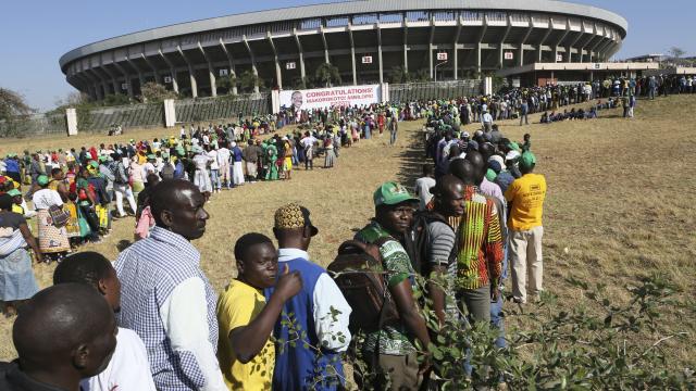 A subdued Zimbabwe inaugurates Mnangagwa again after vote