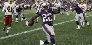 Brady, Smith sit as Patriots beat Redskins 26-17