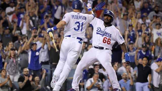Dozier ends Dodgers' skid with RBI in 12th against Giants