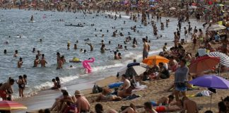 Hot African air brings scorching heat, dust to Europe