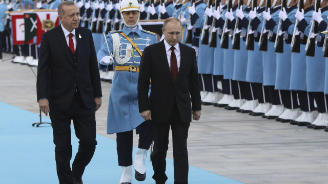 In familiar dance, Turkey warms to Russia as US ties unravel