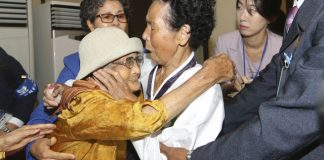 Koreas begin second round of tearful family reunions