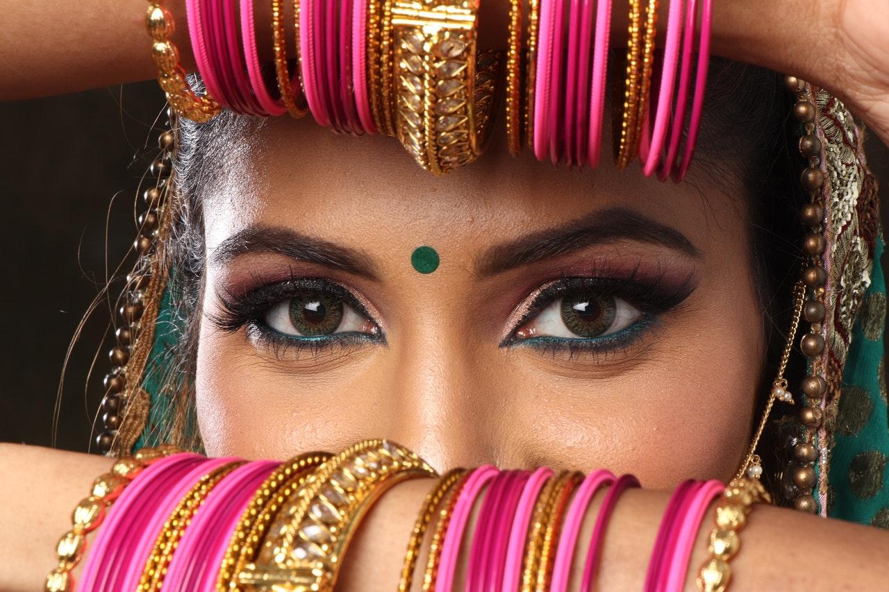 Bollywood Celebrates Beauty of Eyes